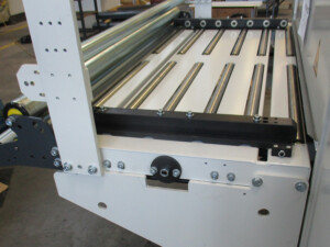 Table with roller guide